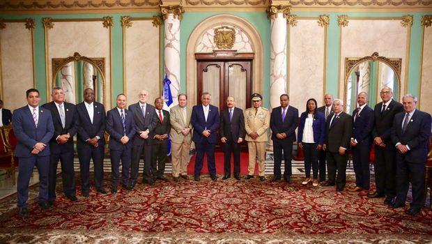 Presidente Danilo Medina se reúne por más de una hora con dirigentes olímpicos