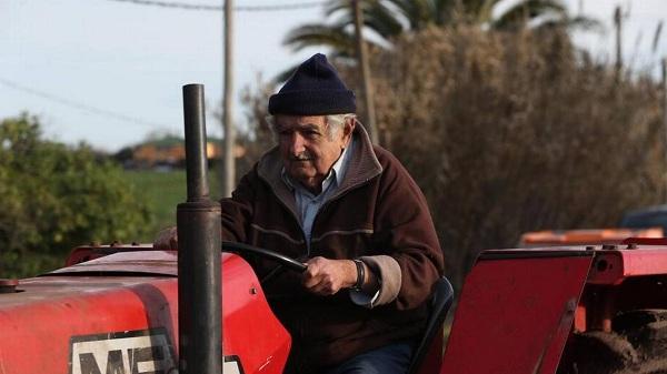 """Mujica dejará el senado para tomarse una """"licencia"""" antes de morir de """"viejo"""""""