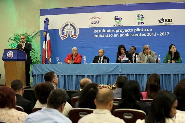 Margarita Cedeño presenta proyecto ayuda a prevenir embarazo adolescente