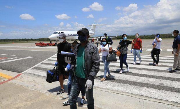 Gonzalo Castillo repatría a 31 dominicanos desde EE.UU. y Brasil