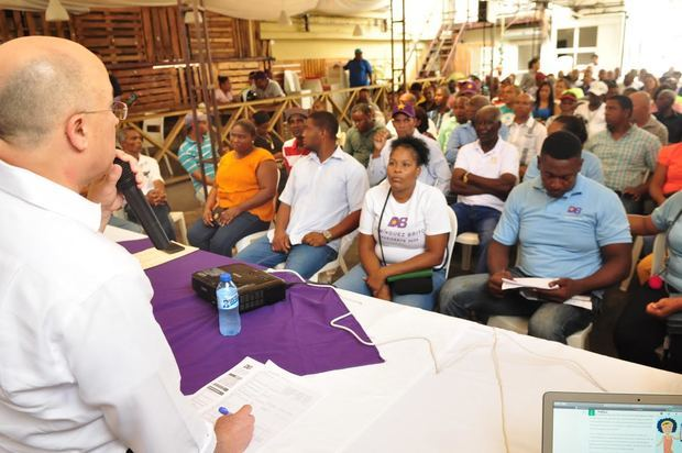 Precandidato presidencial del Partido de la Liberación Dominicana, PLD, Francisco Domínguez Brito en su intervención ante los dirigentes locales de su Partido.