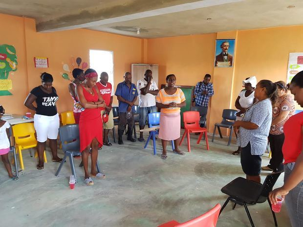 Directivos del Consorcio CAEI donaron cinco facilidades sanitarias a familias de escasos recursos.