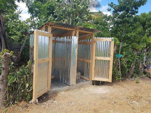 Los fondos para la construcción de las letrinas fueron aportados por los Ejecutivos  de CAEI.