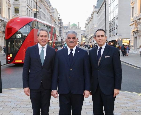 Miguel Vargas a su llegada a Londres