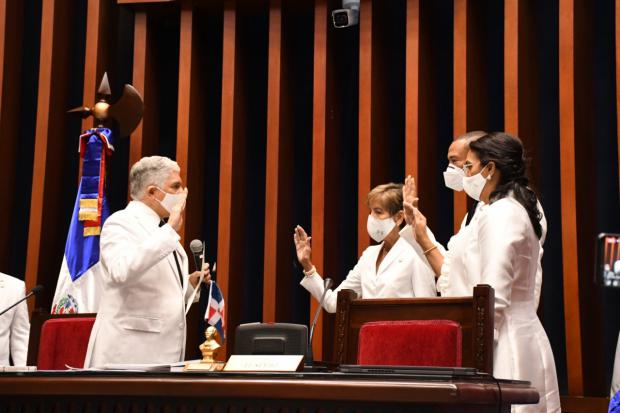 El nuevo bufete estará presidido por el senador Eduardo Estrella, y Santiago José Zorrilla como vicepresidente.