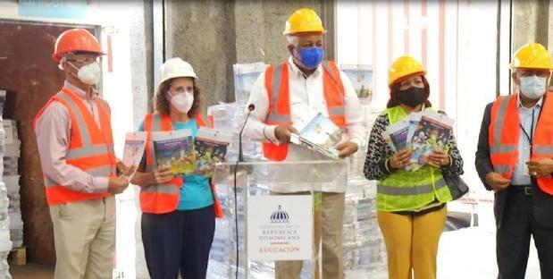 Ministerio de Educación y UNICEF inician distribución de cuadernillos escolares para el nuevo año escolar 2020 - 2021.