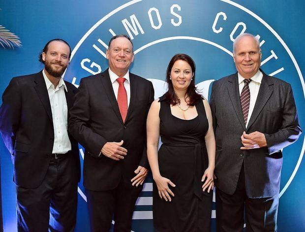 Arturo, Luis, Alejandra y Dino Meniccuci.