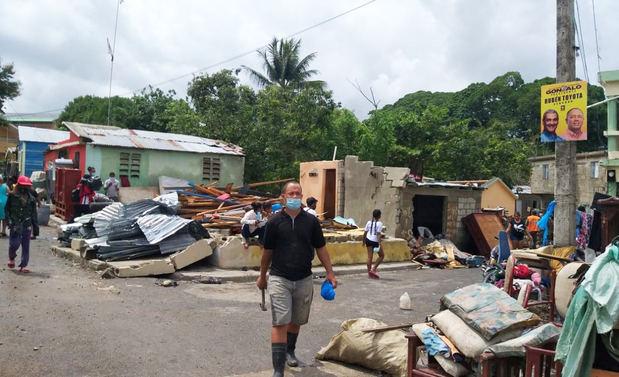 Más de 5.000 evacuados por la tormenta Isaías.