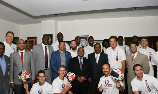 Danilo Díaz recibe visitas de ex jugadores de la NBA