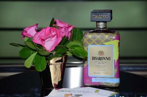 Edición limitada 2018 Disaronno viste de Trussardi