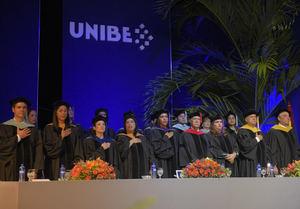 Mesa de honor compuesta por los miembros del Consejo Académico de la Universidad.