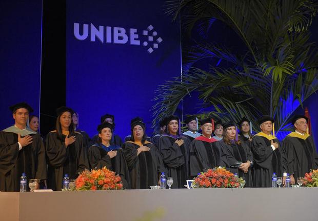 UNIBE egresa a 559 nuevos profesionales al mercado dominicano