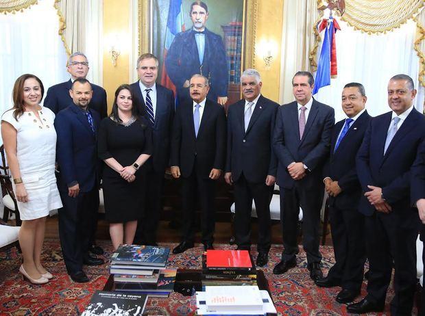 Alto ejecutivo de Jet Blue apoya a la RD en visita al Presidente Danilo Medina