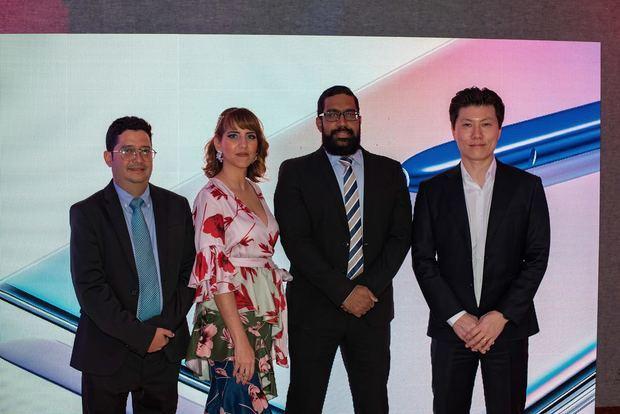 Engelbert Reyes, Dania Hernández, Manuel Corporan y Samuel Kim ejecutivos de Samsung República Dominicana.