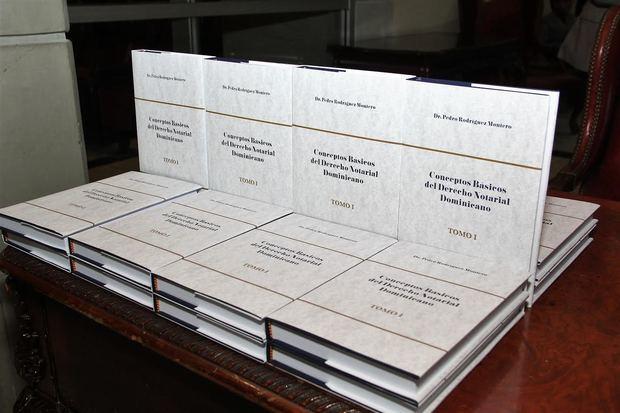 Ejemplares del nuevo libro Conceptos Básicos del Derecho Notarial Dominicano.