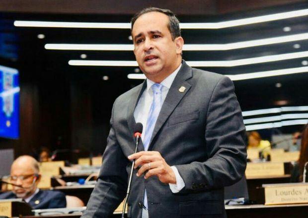 El diputado Suárez Díaz renuncia del PLD y llama