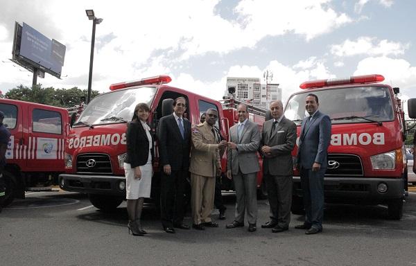 Donan camiones de Bomberos al Sistema de Atención a Emergencias 911