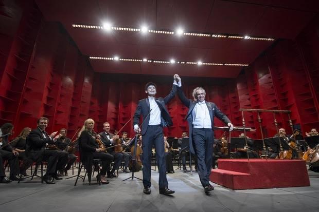 Maestro José Antonio Molina y el violinista Ángelo Xiang Yu.