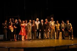 El ministro de Cultura, Eduardo Selman, acompañado actores y otros funcionarios del Ministerio de Cultura.