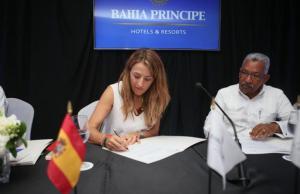 La cadena de hoteles, propiedad de Grupo Piñero, ha formalizado acuerdos de cooperación con el Jardín Botánico Nacional y el Centro para la Conservación y el Ecodesarrollo de la Bahía de Samaná y su entorno.