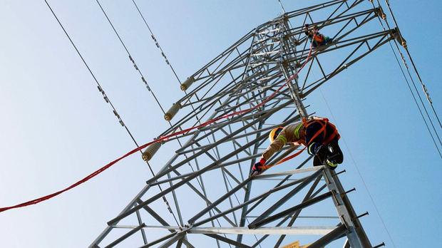 El ministro de Energía atribuye apagones a averías y mantenimiento de plantas