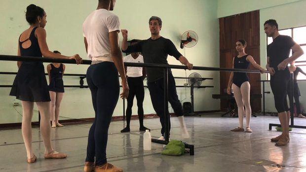 Estudiantes dominicanos reciben clase de danza de Les Ballets de Monte-Carlo