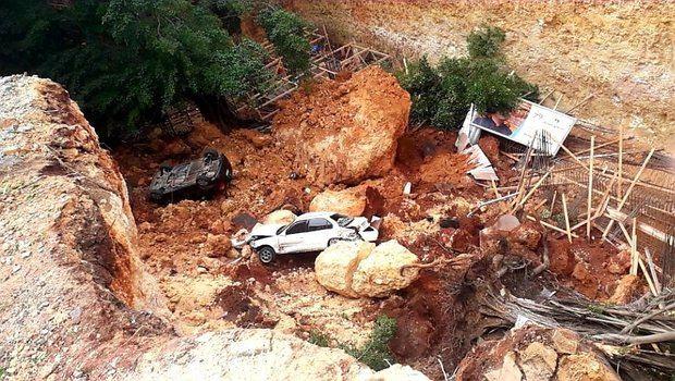 Vehículos quedan sepultados en derrumbe en la Leopoldo Navarro con Bolívar