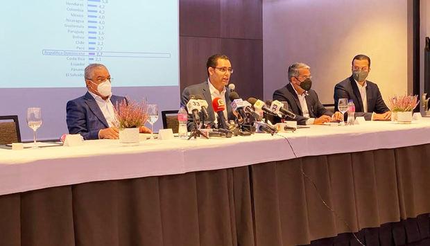 Equipo de Medina acusa a Abinader de contradicciones y errores en economía
