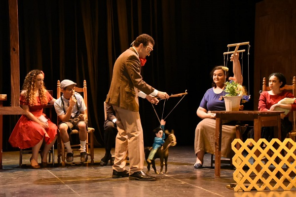 Escena de la obra La Zapatera, con la que se inició el Festival Emilio Aparicio.