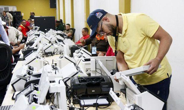JCE instala escáneres en cuatro municipios para prueba del cómputo electoral