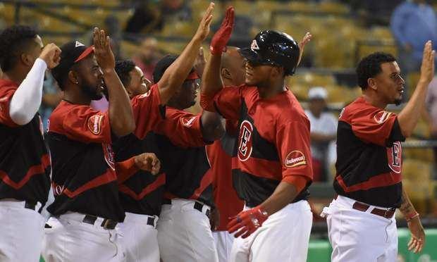 Leones vencen Tigres y se consolidan en la cima del béisbol dominicano