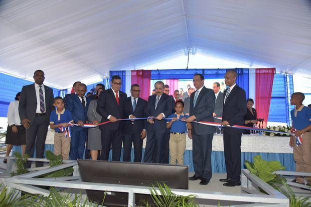 Presidente Danilo Medina entrega centro educativo en el municipio de Haina la misma acogerá a 805 estudiantes en tanda extendida.