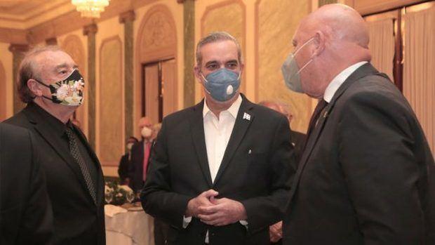 Presidente Luis Abinader ofrece cena al periodista y catedrático español Ignacio Ramonet