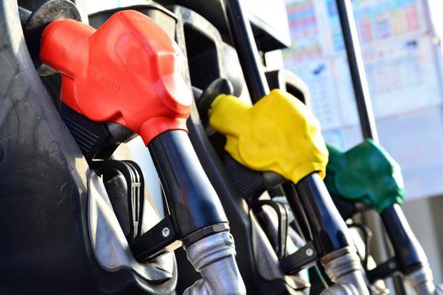 Mayoría de combustibles bajan, gasolinas aumentan centavos.
