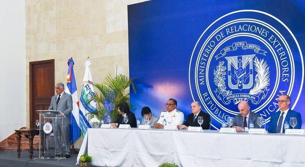 Canciller afirma Medina instruye convertir al país en un Estado marítimo