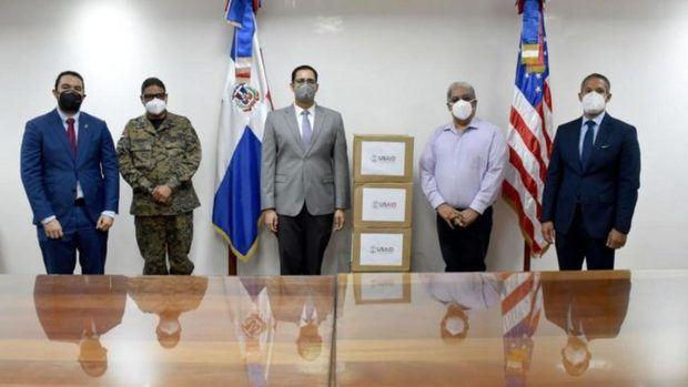 Gobierno de EE.UU. dona equipos e insumos médicos a RD para combatir Covid-19