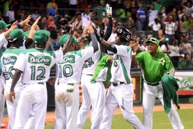 Estrellas vencen Toros y siguen firmes en el liderato del béisbol dominicano
