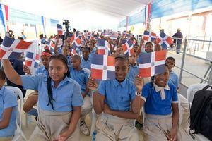 Estudiantes del Centro Educativo Boca Chica.