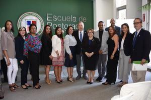 El ministro de Cultura, Arq. Eduardo Selman, junto a funcionarios y personalidades durante el lanzamiento de la Maestría en Estudios de Museos.