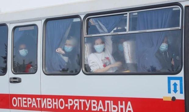 Abandonan el centro médico los dominicanos en cuarentena en Ucrania
