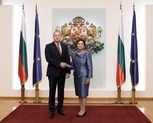 Excmo.Presidente de Bulgaria, Sr. Rumen Georgiev Radev y S.E. Embajadora Lourdes Victoria-Kruse