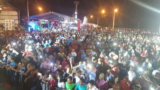 Miles de personas aprovecharon los atractivos comerciales y artísticos de Expo AMAPROSAN