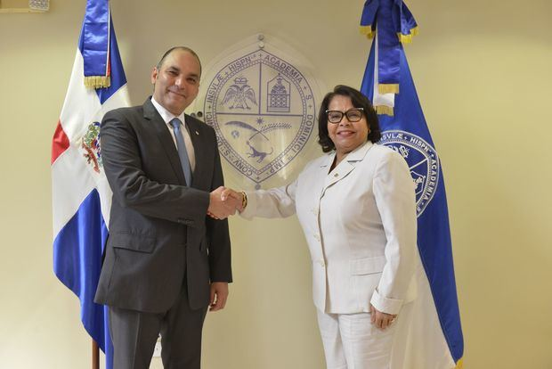 Firma acuerdo Aduanas y UASD.