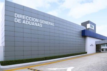 La Dirección General de Aduanas (DGA) informó del hallazgo hoy de dos paquetes de un vegetal, presumiblemente marihuana.