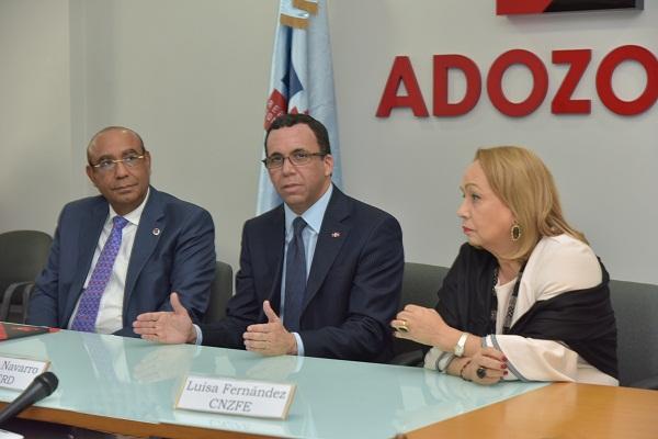 Andrés Navarro firma alianza público-privada con Zonas Francas para mejorar politécnicos