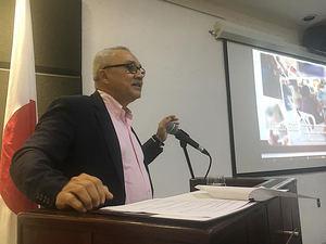 """El director ejecutivo de FODEARTE, Miguel Pimentel Schouwé, durante la conferencia """"Artesanía Dominicana de este Siglo, en Centro Cultural Banreservas."""
