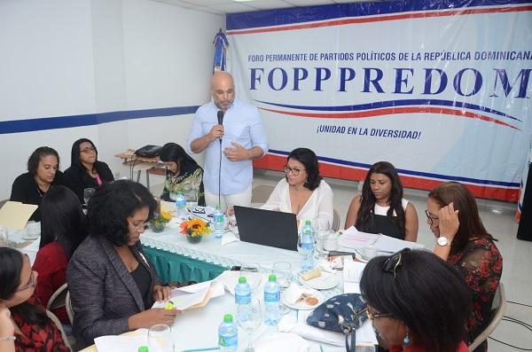 Mujeres dirigentes de FOPPPREDOM plantean propuestas para el reglamento la Ley de Partidos