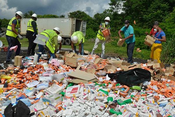 Aduanas incinera medicamentos no aptos para consumo