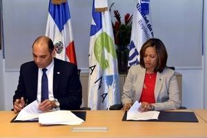 eEl acuerdo fue suscrito por el director general de Aduanas, Enrique A. Ramírez Paniagua, y la directora de la UAF,  Wendy Giovanna Lora Pérez,