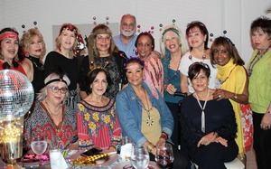 Grupo amigas de asociaciones femeninas.